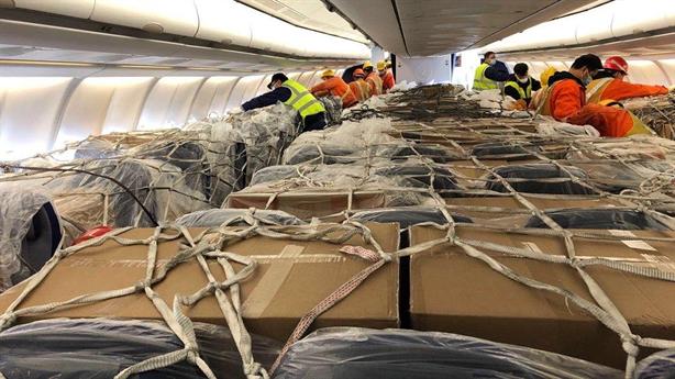 Hãng bay Việt Nam được vận chuyển hàng trên khoang hành khách