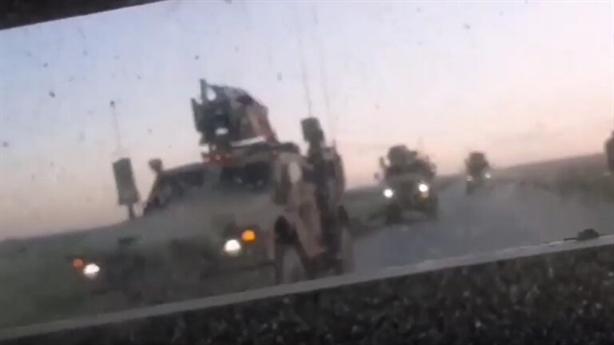Video xe quân sự Mỹ rơi bánh khi đuổi theo xe Nga