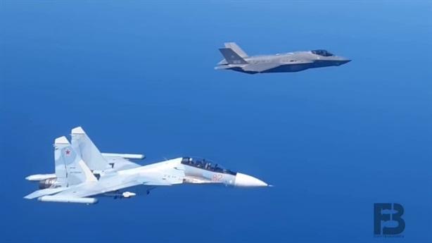 Phi công F-35 Italia nhớ người yêu khi bị Su-30SM áp sát