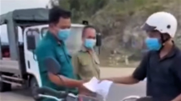 PCT phường giữ xe người đi mua bánh mỳ: Giải thích nóng