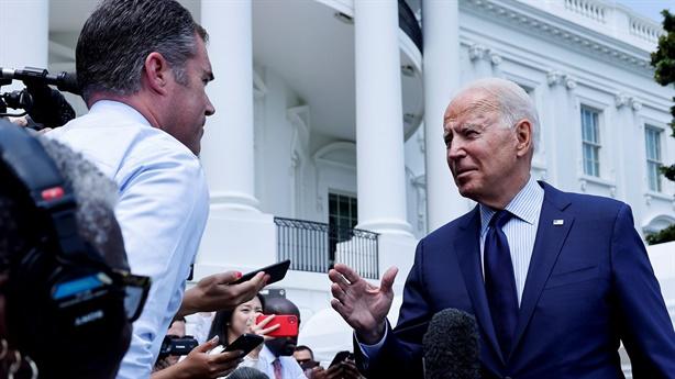 Ông Biden tranh cãi với Facebook vì tin giả 'giết người'