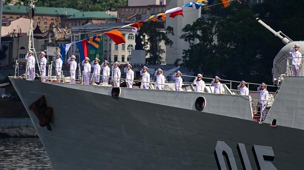 Chiến hạm Việt Nam uy dũng trong lễ duyệt binh tại Nga