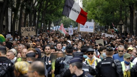 Pháp: Biểu tình phản đối các biện pháp kiểm soát Covid-19...