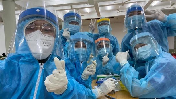 Hơn 2.000 y, bác sĩ, tình nguyện viên giúp TP.HCM chống dịch