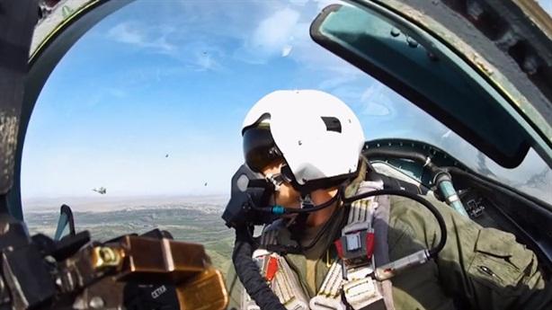 Phi công Nga dùng khẩu lệnh, ánh mắt điều khiển Su-57