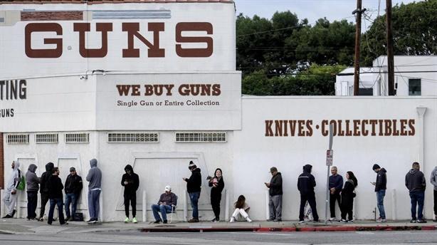 Nước Mỹ ghi nhận xả súng ở 5 bang một ngày
