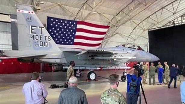Theo chuyên gia Mỹ, F-15EX là phiên bản mới nhất của dòng chiến đấu cơ huyền thoại F-15 Eagle trong Không quân Mỹ. Ở phiên bản Strike Eagle được trang bị gần như hoàn toàn mới so với những phiên bản trước đó cả về hệ thống điện tử và số vũ khí mang theo.