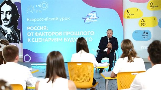 Nam sinh đính chính kiến thức lịch sử của Tổng thống Putin