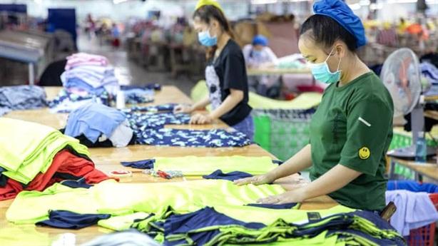 Nhà bán lẻ ngoại lo đứt gãy chuỗi cung ứng ở VN
