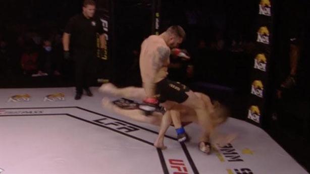 'Giàn khoan' MMA đá rách đầu đối thủ giành chiến thắng knock-out