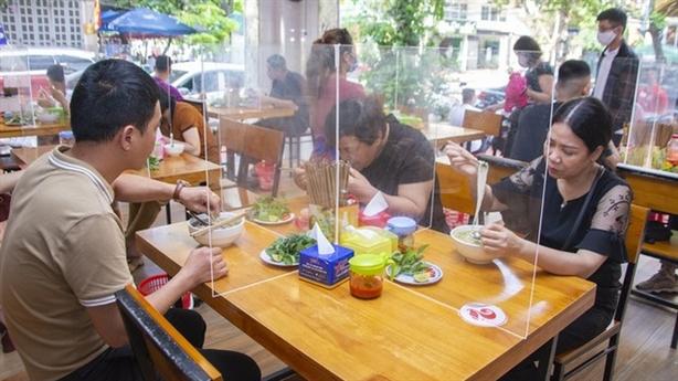 Thích ứng an toàn: Hà Nội cho hàng ăn bán tại chỗ