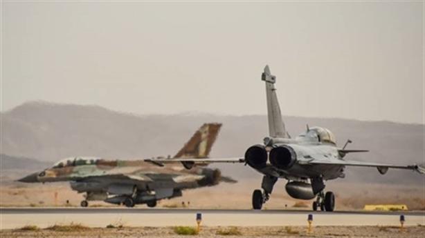 Máy bay dân sự ngăn cản phòng không Syria đáp trả Israel